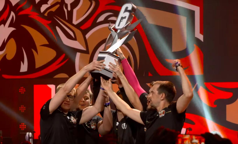 Team Empire lève le trophée de Raleigh