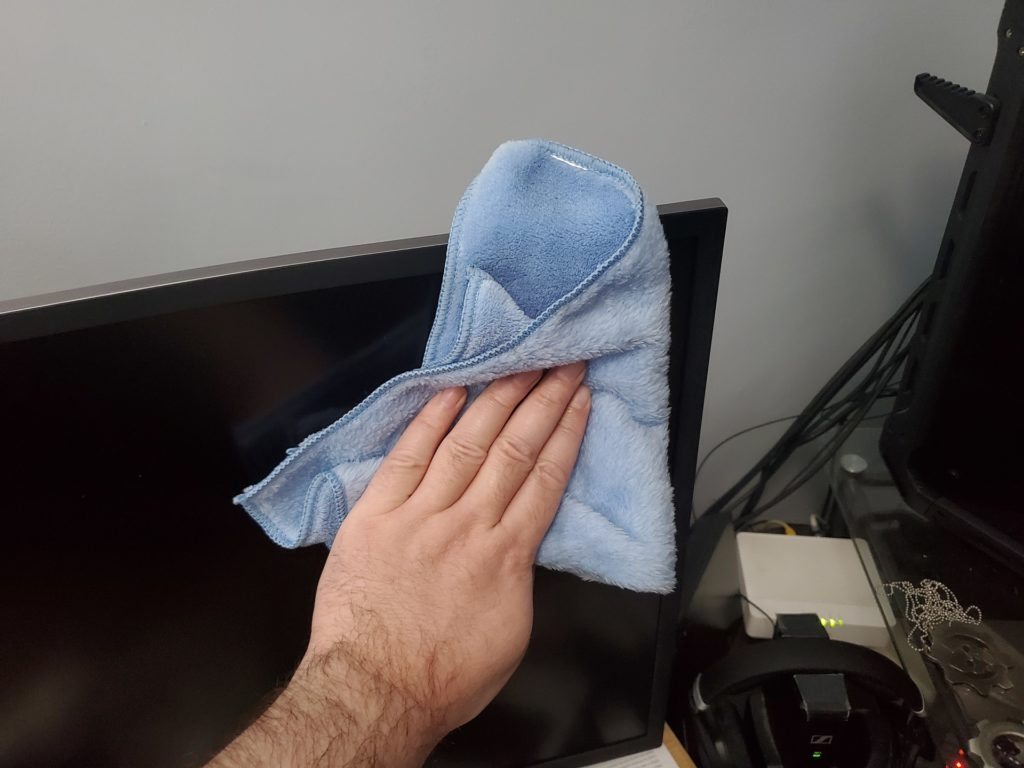 Comment bien nettoyer ses moniteurs et consoles